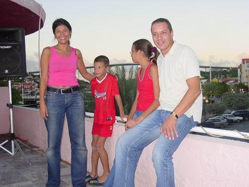 Tariq en familie nemen afscheid van Curacao!