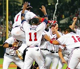 Atlanta Braves scoren 4-2 in de elfde inning tegen de Houston Astros, homerun Rafael Furcal!