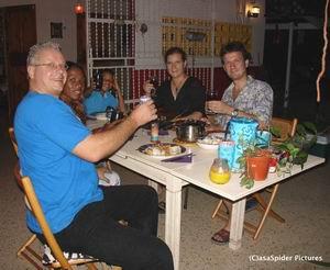 Thais eten en dominoen bij Ino en Bente, klik voor 800x656