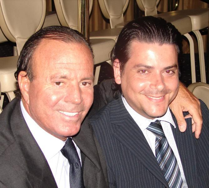 Julio Iglesias (links) en Dino Flores (rechts)