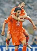 Tegelijkertijd rollen Robben en Van Nistelrooy de Letten op!