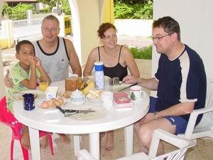 Verjaardagsontbijt op zondagmorgen, met Pascale en Luc!