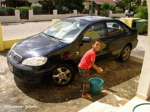 Luchinano in zijn functie als CWM (Car Wash Man)