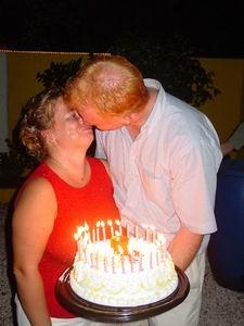 Benno feliciteert Noelle met haar 31e verjaardag