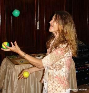 Karin kan goed overweg met (jongleer)ballen