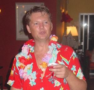 Roland bij het Eerst Kerstdag Diner 2004 in Hawaii-style