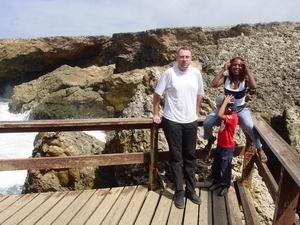 Wim, Lucy en Luchiano bijj Boka Tabla