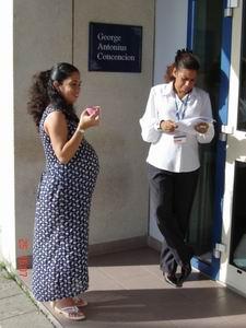Yohanna is hoogzwanger en staat op het punt terug te keren naar Cuba