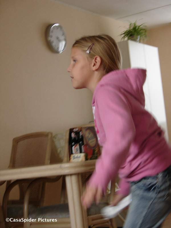04.10.2008: Diamond Piet en dochter Emmie (8) komen bij de Spiders op bezoek en spelen Wii-Fit. Klik voor groter.