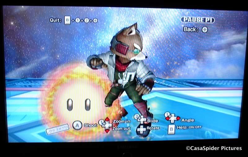 26.10.2008: Met dank aan de wintertijd kan Luchiano (11) NOG een uur langer Super Smashbros Brawl op de Nintendo Wii spelen. Klik voor groter.