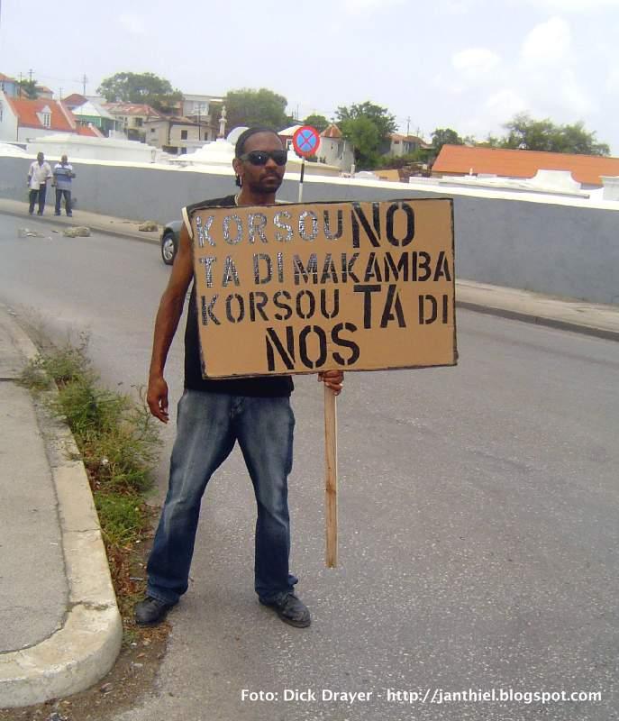 26.06.2008: Curacao is niet van de Nederlanders Curacao is van ONS. Klik voor groter.