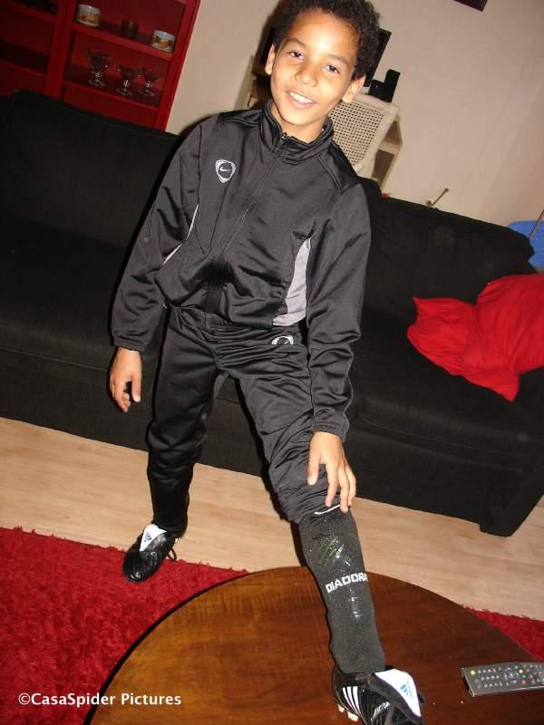 14.10.2008: Luchiano (10) heeft zijn eerste training bij de D4 van vv Rijen. Klik voor groter.